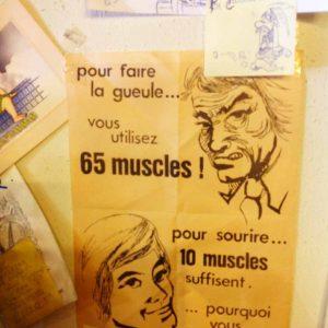 """Affiche qui ne manque pas d'humour !! chez julien, bouquiniste chez """"CDBD"""" à Apt."""