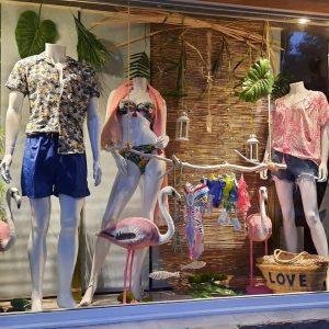 Decoration vitrine prêt à porter et maillots